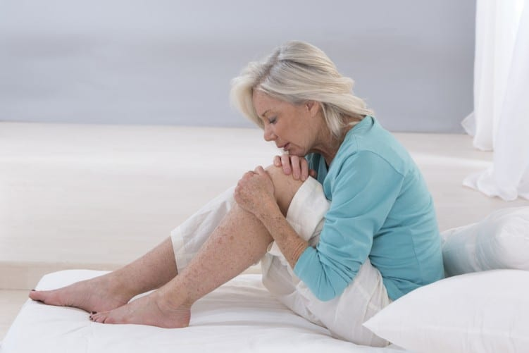 Knee pain woman (3)