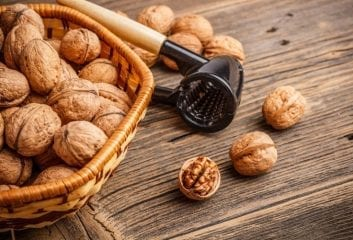 The Health Benefits of Eating Walnuts 1